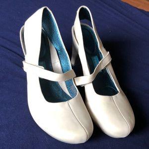 TSUBO women shoes size 8.5